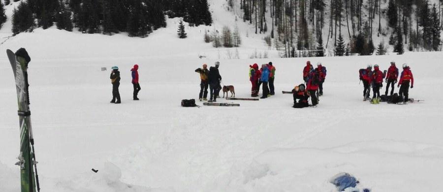 Sześć osób zginęło, gdy we włoskich Alpach zeszła lawina. W sumie zwały śniegu porwały kilkanaście osób. Do tragedii doszło na wysokości ponad 3300 metrów n.p.m. w okolicach szczytu Monte Nevoso, przy granicy z Austrią - poinformowały włoskie służby ratunkowe i policja.