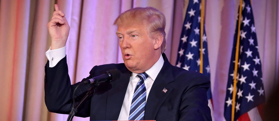 """Donald Trump zabiegający o nominację Partii Republikańskiej na listopadowe wybory prezydenckie w USA, oskarżył w sobotę zwolenników pretendenta z Partii Demokratycznej Berniego Sandersa o wywołanie zamieszek, które doprowadziły do odwołania piątkowego wiecu miliardera w Chicago. Wcześniej nazwał demonstrantów """"zbirami""""."""