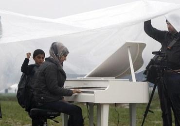 Protest uchodźców na granicy Grecji z Macedonią. Zorganizowano tam koncert