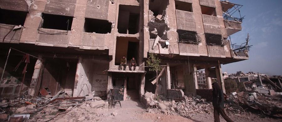 """Syryjscy rebelianci i grupa monitorująca konflikt twierdzą, że został zestrzelony samolot bojowy sił rządowych w prowincji Hama. Na prorządowej stronie Facebooka napisano, że syryjski myśliwiec MiG-21 rozbił się z powodu """"problemów technicznych"""", a pilot zdołał się katapultować i został uratowany przez siły rządowe."""