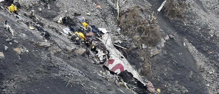 """Francuscy śledczy zaprezentowali końcowy raport w sprawie katastrofy samolotu Germanwings we francuskich Alpach. Potwierdzili, że wypadek celowo spowodował drugi pilot Andreas Lubitz. """"Dwa tygodnie przed katastrofą lekarz zalecił pilotowi pobyt w szpitalu psychiatrycznym"""" - oświadczyli członkowie BEA, francuskiej komisji ds. katastrof lotniczych. Dodali, że 27-latek konsultował się w sprawie swojego stanu zdrowia z wieloma specjalistami, żaden z nich nie zawiadomił jednak władz lotniczych."""