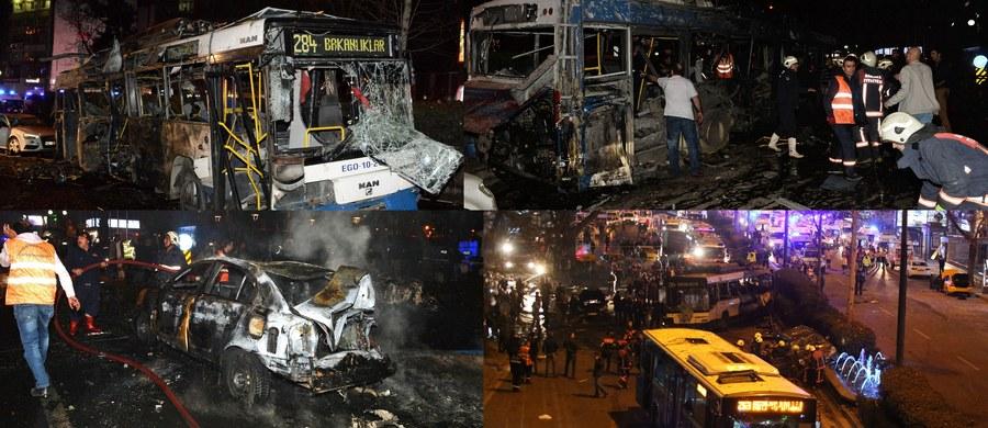Wybuch w parku w stolicy Turcji, Ankarze. Według najnowszych doniesień zginęły co najmniej 34 osoby a 125 jest rannych. Stan 19 osób jest krytyczny. Siła eksplozji - jak relacjonują świadkowie - była ogromna. Wszystko wskazuje na to, że zamachowiec samobójca zdetonował ładunki wybuchowe umieszczone w samochodzie. Według tureckich władz zamach mogli przeprowadzić radykalni Kurdowie z PKK - Partii Pracujących Kurdystanu.