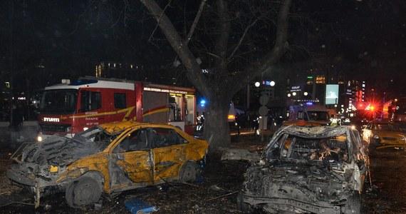 Po niedzielnym zamachu bombowym w Ankarze, w wyniku którego zginęły co najmniej 34 osoby, a 125 zostało rannych, świat przesyła Turcji kondolencje. Zamachy potępiły m.in. NATO i USA.