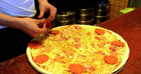 Ponad milion osób poparło petycję o wpisanie sztuki wypieku pizzy przez neapolitańskich piekarzy na listę Światowego Dziedzictwa UNESCO. Podpisy poparcia dla mistrzów z południa Włoch zbierane są w wielu krajach: 150 tysięcy z nich napłynęło z Japonii.