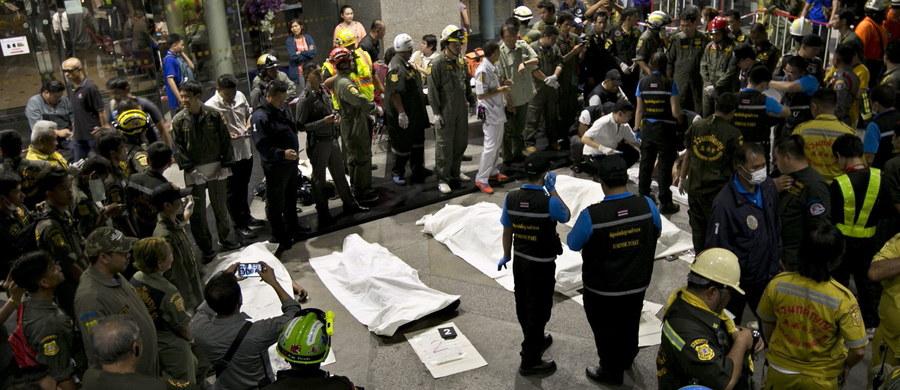 Osiem osób zginęło w piwnicy jednego z banków w Bangkoku wskutek omyłkowego uwolnienia się trujących substancji chemicznych podczas prac przy systemie przeciwpożarowym. Jak poinformował  Siam Commercial Bank, w wypadku siedem osób zostało rannych.