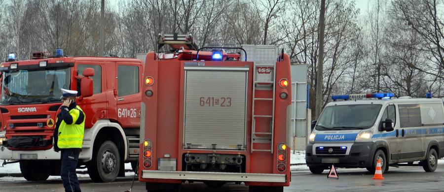 Strażakom udało się opanować pożar w koszarach wojskowych w Koszalinie. Palił się jeden z magazynów. Było ryzyko, że ogień przeniesie się na skład amunicji. Budynek jest teraz wietrzony.