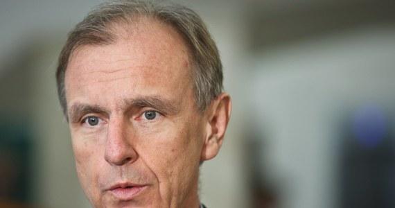 """""""NATO jest poważną instytucją i nie rzuca słów na wiatr. Szczyt w Warszawie się odbędzie"""" - mówi w rozmowie z RMF FM były szef MON, senator Bogdan Klich. """"Jeżeli Polskę będzie otaczał zły klimat, klimat kraju, w którym władze łamią Konstytucję, nie stosują się do zasad państwa prawnego to możemy uzyskać znacznie mniej, aniżeli byśmy tego chcieli"""" - ostrzega."""
