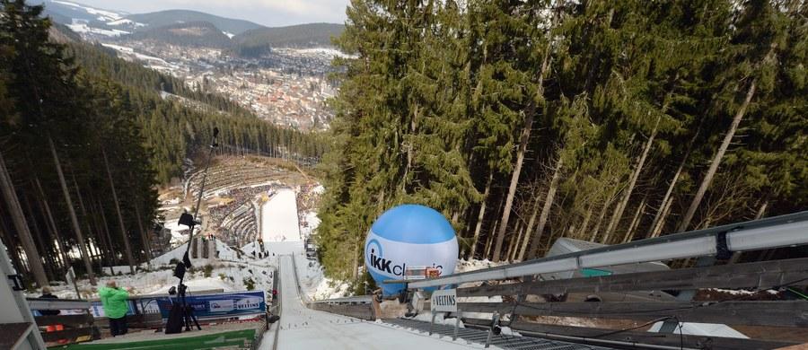 Odwołany z powodu zbyt silnego wiatru niedzielny konkurs Pucharu Świata w niemieckim Titisee-Neustadt odbędzie się w czwartek w Planicy. Skoczkowie narciarscy wystartują więc Słowenii w czterech zawodach.