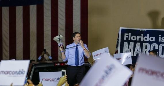 Ubiegający się o prezydencką nominację Partii Republikańskiej Marco Rubio apelował na wiecu w Miami, na Florydzie, do Amerykanów pochodzenia kubańskiego o masowe poparcie podczas wtorkowych prawyborów. Podobnie apelował kandydat Demokratów Bernie Sanders w Missouri.