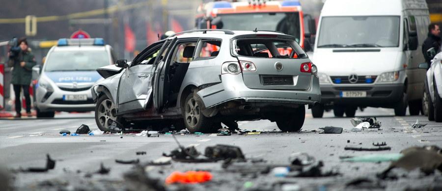 W centrum Berlina na ulicy Bismarckstraße eksplodował będący w ruchu volkswagen. Kierowca zginął na miejscu.
