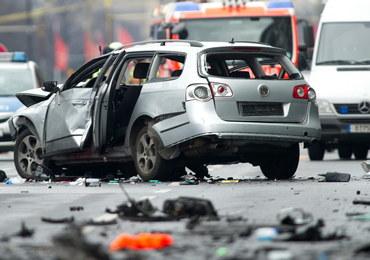 W Berlinie eksplodowało jadące auto. Zginął kierowca