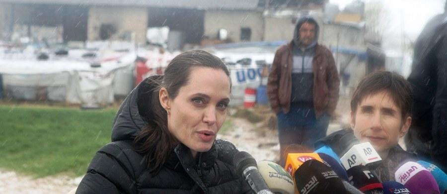 Aktorka i specjalna wysłanniczka ONZ ds. uchodźców Angelina Jolie odwiedziła syryjskich uchodźców w dolinie Bekaa w Libanie. Zaapelowała do świata o zmierzenie się z przyczynami globalnego kryzysu uchodźczego.