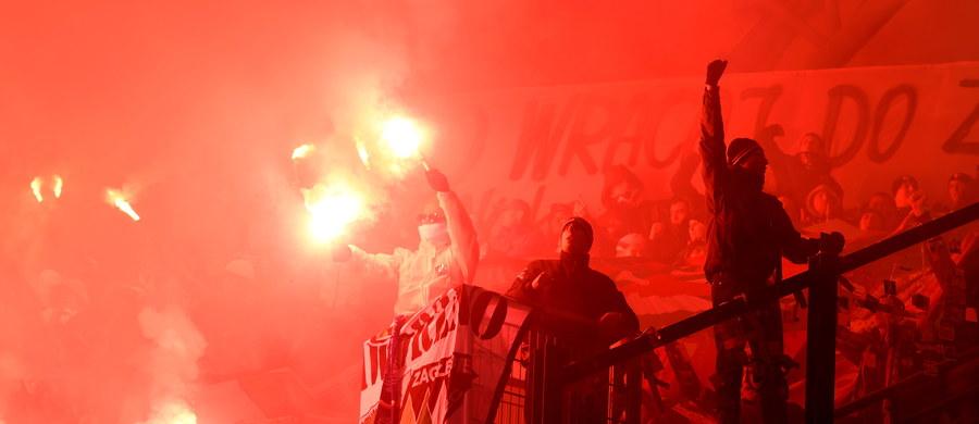 Piłkarze Lecha Poznań pokonali Zagłębie Sosnowiec 1:0 (1:0) w pierwszym meczu półfinałowym Pucharu Polski. W środę, w drugiej parze, Legia Warszawa podejmie Zawiszę Bydgoszcz.