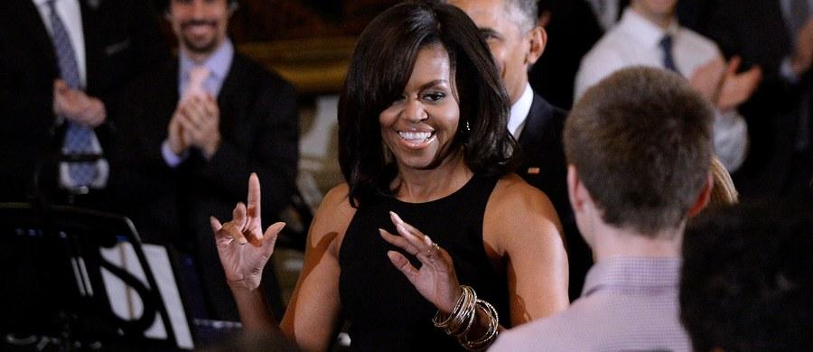 """Michelle Obama nie zamierza iść w ślady Hilary Clinton. Pierwsza Dama USA zapytana o to, czy wyobraża sobie swój start w wyborach prezydenckich jednoznacznie odpowiedziała, że tego nie zrobi. """"Mam w domu tę dwójkę"""" - stwierdziła, wskazując na córki"""