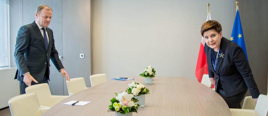 Przed rozpoczęciem unijnego szczytu nt. migracji premier Beata Szydło spotkała się w Brukseli z przewodniczącym Rady Europejskiej Donaldem Tuskiem. Jak poinformowały źródła Polskiej Agencji Prasowej w rządzie, politycy rozmawiali nt. agendy szczytu, w tym o kwestii migracji. Nie było natomiast mowy ani o możliwościach rozwiązania w Polsce sporu wokół Trybunału Konstytucyjnego, ani o opinii Komisji Weneckiej dotyczącej tej kwestii.