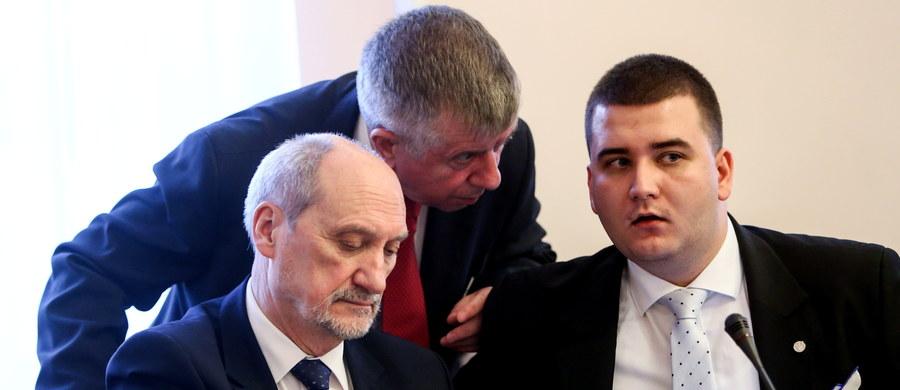 Jesienią 2015 r. stan armii nie pozwalał na obronę integralności terytorialnej i niepodległości państwa polskiego - mówił na posiedzeniu sejmowej komisji obrony szef MON Antoni Macierewicz. Według PO raport z audytu w MON nie jest materiałem, nad którym można poważnie dyskutować.