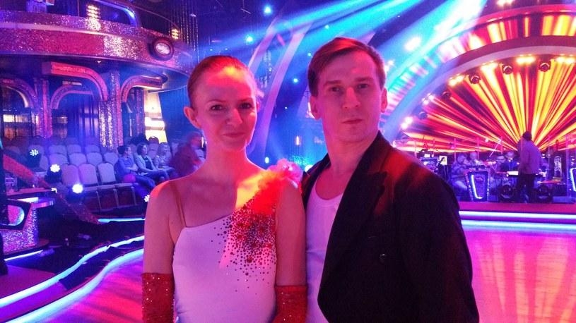 """Katarzyna Stankiewicz coraz lepiej radzi sobie w """"Tańcu z Gwiazdami"""", ale prawdziwy przełom może przyjść w piątek, 18 marca, kiedy z Tomaszem Barańskim zatańczą po raz pierwszy taniec standardowy - walc angielski."""