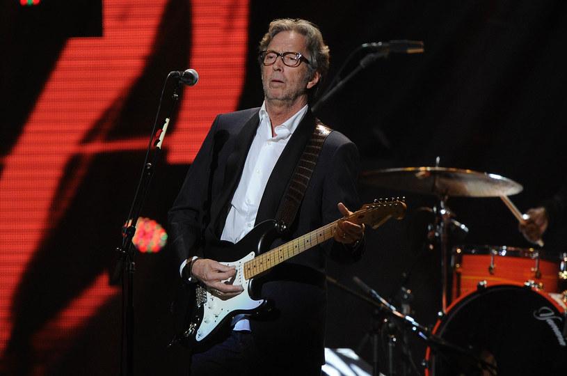 """""""Tears In Heaven"""" to jedna z najbardziej znanych ballad Erica Claptona. Jest to jednocześnie utwór przepełniony bólem i cierpieniem, jakie towarzyszyły gwiazdorowi po tragicznej śmierci jego 4-letniego wówczas synka Conora. W niedzielę (20 marca) mija 25 lat od tego dramatycznego zdarzenia."""