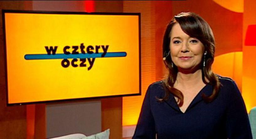 """Danuta Holecka będzie gospodynią nowego programu TVP Polonia """"W cztery oczy"""", w którym rozmawiać będzie z ludźmi ze świata kultury, nauki, biznesu i polityki. Premierowy odcinek wyemitowany zostanie w niedzielę, 20 marca o godz. 18.50."""