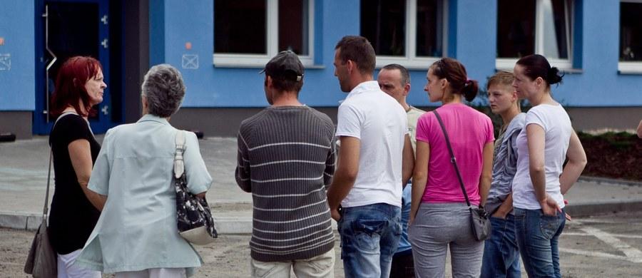 Penis namalowany markerem znalazł się na próbkach chusteczek wysłanych z fabryki w Lubaniu na Dolnym Śląsku, do potencjalnego kontrahenta z zagranicy. To jeden z największych zakładów w Europie, produkujących nawilżane chusteczki i produkty do sprzątania. Władze firmy próbują teraz ustalić kto był autorem niewybrednego rysunku. Według nieoficjalnych informacji pracowników, dyrekcja wstrzymała wypłacanie premii uznaniowych.