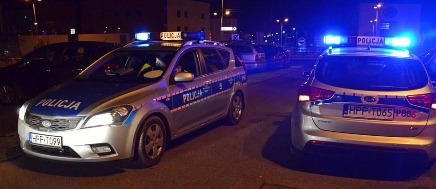 Dwaj mężczyźni zostali ranni po tym, jak w garażu w miejscowości Biechów na Opolszczyźnie eksplodował niewybuch bądź niewypał najprawdopodobniej z czasów II wojny światowej. Jak zapowiada policja, śledztwo ma ustalić skąd pochodziły niebezpieczne materiały.