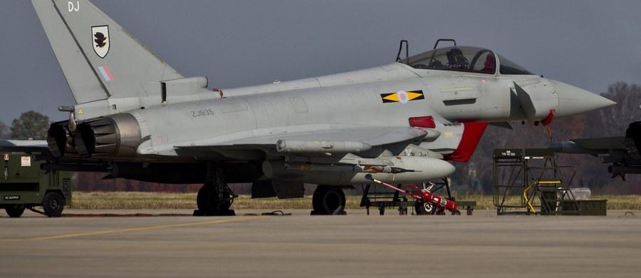 Błąd w systemie wypłacania pensji kosztował brytyjską armię 15 doświadczonych pilotów. Brytyjskie media ujawniają dokumenty, z których wynika, jak księgowi nieświadomie wpływali na kondycję armii podczas wojny w Afganistanie.
