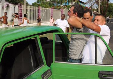 Brutalne zatrzymanie kubańskiego dziennikarza przez tajną policję