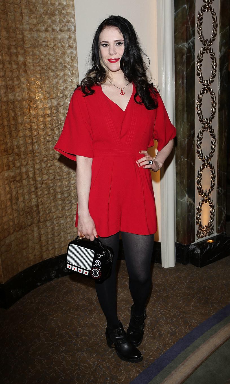 Brytyjska wokalistka Kate Nash wyjawiła w mediach społecznościowych, że padła ofiarą napaści seksualnej, której dokonać miał nieznany jej mężczyzna w jej domu w Los Angeles.