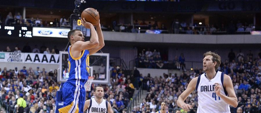 Niemiec Dirk Nowitzki zdobył 40 punktów dla Dallas Mavericks, a jego drużyna pokonała po dogrywce Portland Trail Blazers 132:120. Czwartym zespołem, który zapewnił sobie awans do fazy play off koszykarskiej ligi NBA jest Oklahoma City Thunder.