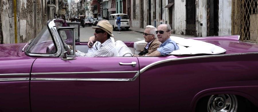 """Przebywający z wizytą w Hawanie prezydent Barack Obama wyraził w poniedziałek nadzieję, że wymiana turystyczna między wyspą i USA """"będzie możliwa już wkrótce"""". Strona amerykańska przedstawiła Hawanie listę więźniów politycznych, których zwolnienia się domaga."""