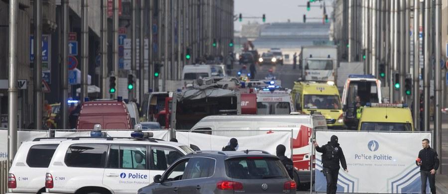 """""""W zamachu w Brukseli chodziło o wywołanie jak największego chaosu, jak największego efektu psychologicznego"""" - powiedział dyrektor Centrum Badań nad Terroryzmem Collegium Civitas Krzysztof Liedel. Jak dodał, pewną nowością w działaniu terrorystów jest zamach na lotnisku. """"To jest klasyczny atak symultaniczny, to znaczy skoordynowane w czasie, w różnych miejscach, ataki terrorystyczne. One są obliczone na to, żeby wywołać jak największy chaos, jak największy efekt psychologiczny. Chodzi tutaj tak naprawdę o to, by zabić jak najwięcej ludzi. Cele są miękkie - czyli te miejsca, gdzie gromadzi się duża liczba osób"""" - zaznaczył Liedel."""
