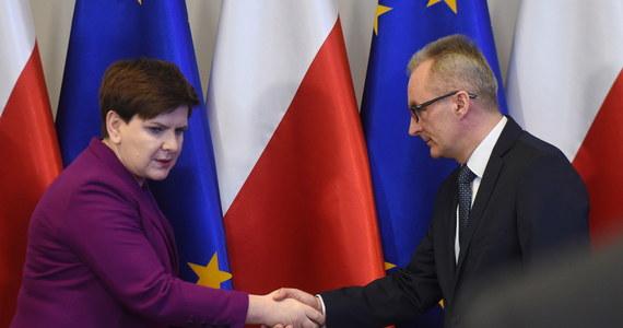"""""""Wszystkie służby są w pogotowiu, działają, dbają o bezpieczeństwo. Chce zapewnić obywateli, że Polska jest państwem bezpiecznym"""" - powiedziała premier Beata Szydło po posiedzeniu Rządowego Centrum Bezpieczeństwa. Jak dodała: obowiązkiem rządzących jest zapewnienie bezpieczeństwa."""