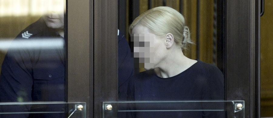Dziś druga rozprawa dotycząca afery Amber Gold. Wyjaśnienia będzie mogła złożyć Katarzyna P. Niewykluczone, że obrońcy zawnioskują o zwolnienie oskarżonych z aresztu. Za oszukanie blisko 19 tysięcy osób na kwotę ponad 850 milionów złotych parze grozi do 15 lat więzienia.