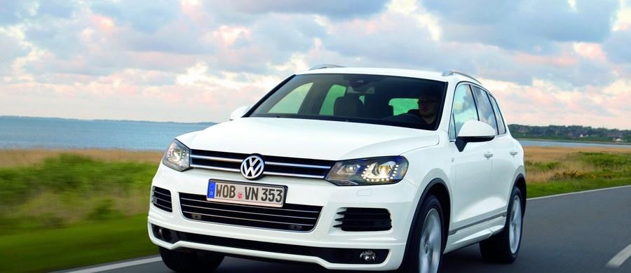 Firmy Volkswagen i Porsche poinformowały o akcji serwisowej, która obejmie ok. 800 tysięcy samochodów z modeli Touareg i Cayenne. Wszystko przez potencjalny problem dotyczący systemu pedałów. Sprawa dotyczy aut wyprodukowanych w latach 2011-2016.