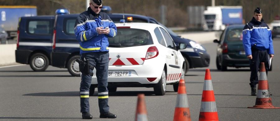 Na autostradzie między Moulins i Montbeugny w środkowej Francji minibus zderzył się z ciężarówką. Zginęło 12 osób – pisze Sky News.