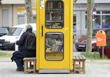 Biblioteka w... budce telefonicznej