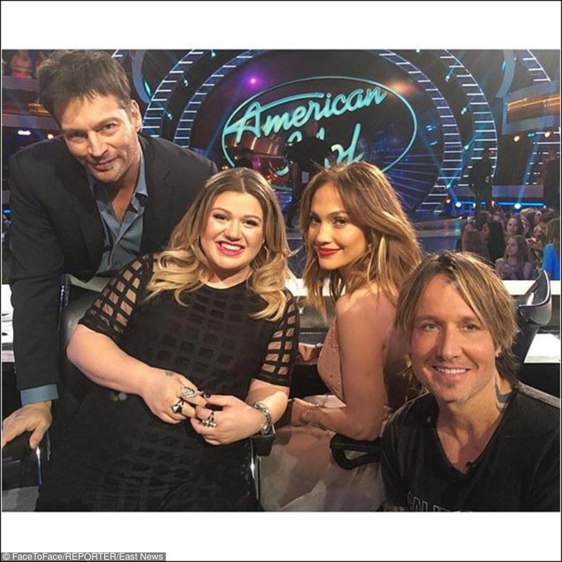 """Na początku kwietnia odbędzie się finał 15. już edycji """"American Idol"""". Wśród gości specjalnych nie zabraknie gwiazd poprzednich sezonów, w tym m.in. Kelly Clarkson, która w tym czasie ma wyznaczony termin porodu."""
