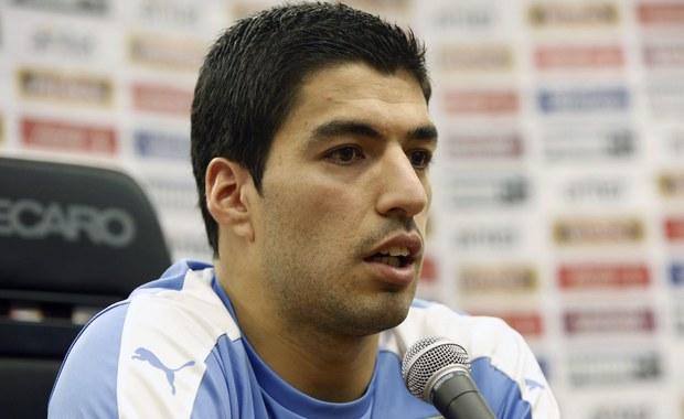 Po blisko dwóch latach Luis Suarez znów może zagrać w reprezentacji Urugwaju. Kara nałożona na piłkarza za ugryzienie Giorgio Chielliniego podczas Mundialu w Brazylii już się skończyła. W nocy napastnik FC Barcelony może zagrać w pojedynku eliminacji mistrzostw świata pomiędzy Urugwajem i Brazylią.