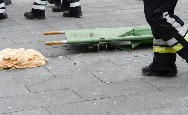 Trójka polskich obywateli rannych we wtorkowych zamachach w stolicy Belgii w dalszym ciągu jest hospitalizowana - poinformowało biuro rzecznika prasowego MSZ. Służby belgijskie w dalszym ciągu poszukują też Polki, która zaginęła w dniu zamachów.
