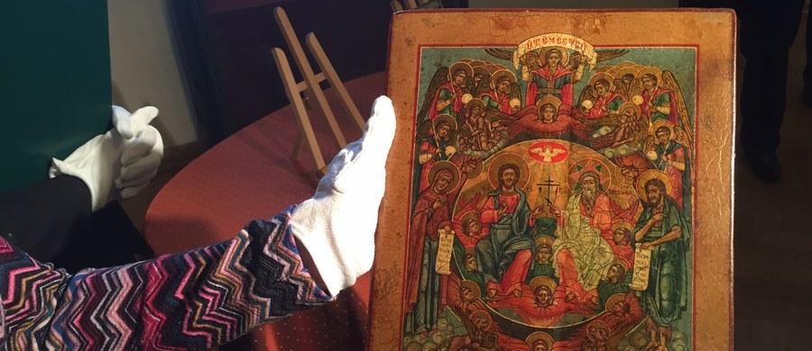 Zatrzymane na polsko-rosyjskiej granicy u przemytnika dwie ikony pochodzące z XIX i XX wieku trafiły do Muzeum Warmii i Mazur. Zostały przekazane nieodpłatnie przez Izbę Celną w Olsztynie. Ikony próbowała wwieźć do Polski mieszkanka Kaliningradu.