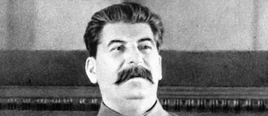 """62 proc. Rosjan uważa, że Józef Stalin był """"okrutnym tyranem"""", ale 57 proc. sądzi też, że """"był mądrym przywódcą, który zbudował potęgę i dobrobyt Związku Radzieckiego"""" - wynika z sondażu niezależnego centrum Lewada. Dodatkowo, aż 54 proc. badanych konstatuje, że Stalin odegrał """"pozytywną rolę"""" w życiu kraju."""