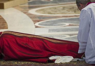 """Nabożeństwo Męki Pańskiej w Watykanie. """"Przeciwieństwem miłosierdzia nie jest sprawiedliwość"""""""