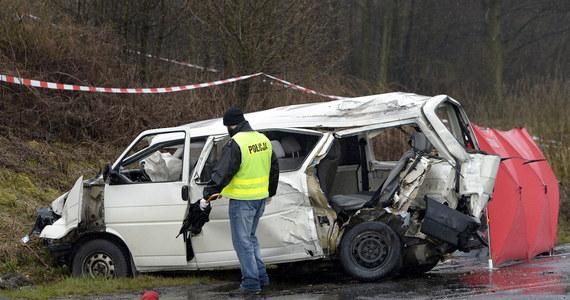 5 osób zginęło w wypadku, do którego doszło w miejscowości Werynia w pobliżu Kolbuszowej na Podkarpaciu. Na trasie wojewódzkiej bus zderzył się z samochodem ciężarowym.