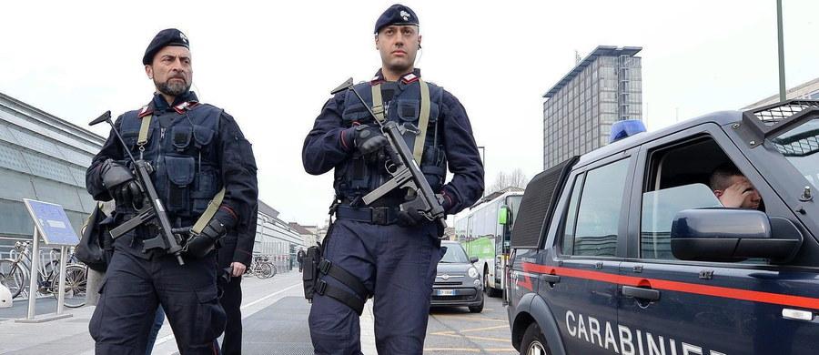 Włoska policja zatrzymała w pobliżu Salerno, na południu Włoch, 40-letniego Algierczyka Dżamala Eddine Ouali podejrzewanego o sfabrykowanie dokumentów dla dżihadystów powiązanych z zamachami w Brukseli i Paryżu - poinformowały włoskie media.