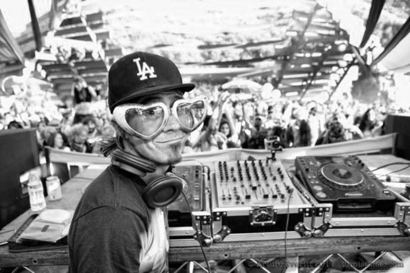 Pochodzący z Los Angeles DJ i producent zginął w wypadku samochodowym w Teksasie.