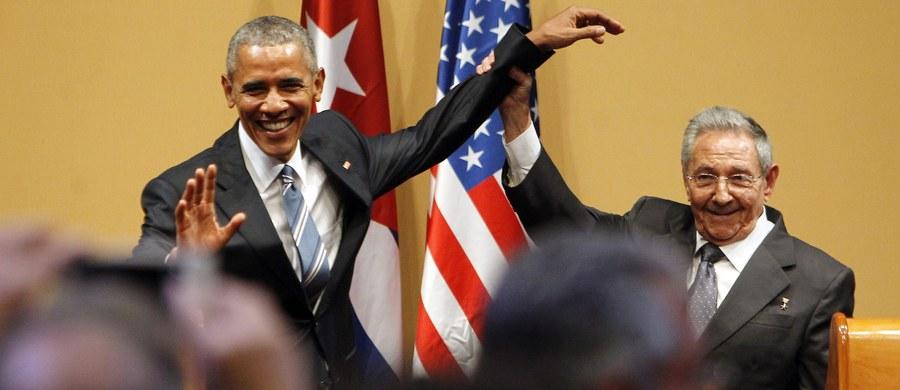 """Kuba nie zapomni swych dawnych konfrontacji z USA i nie potrzebuje od nich prezentu - napisał były kubański przywódca Fidel Castro w długim liście, opublikowanym tydzień po historycznej wizycie na wyspie prezydenta USA Baracka Obamy. Jak odnotowuje agencja AFP, Castro pisze m.in. o """"cukierkowatych słowach"""" wypowiedzianych przez Obamę podczas przemówienia w Hawanie."""