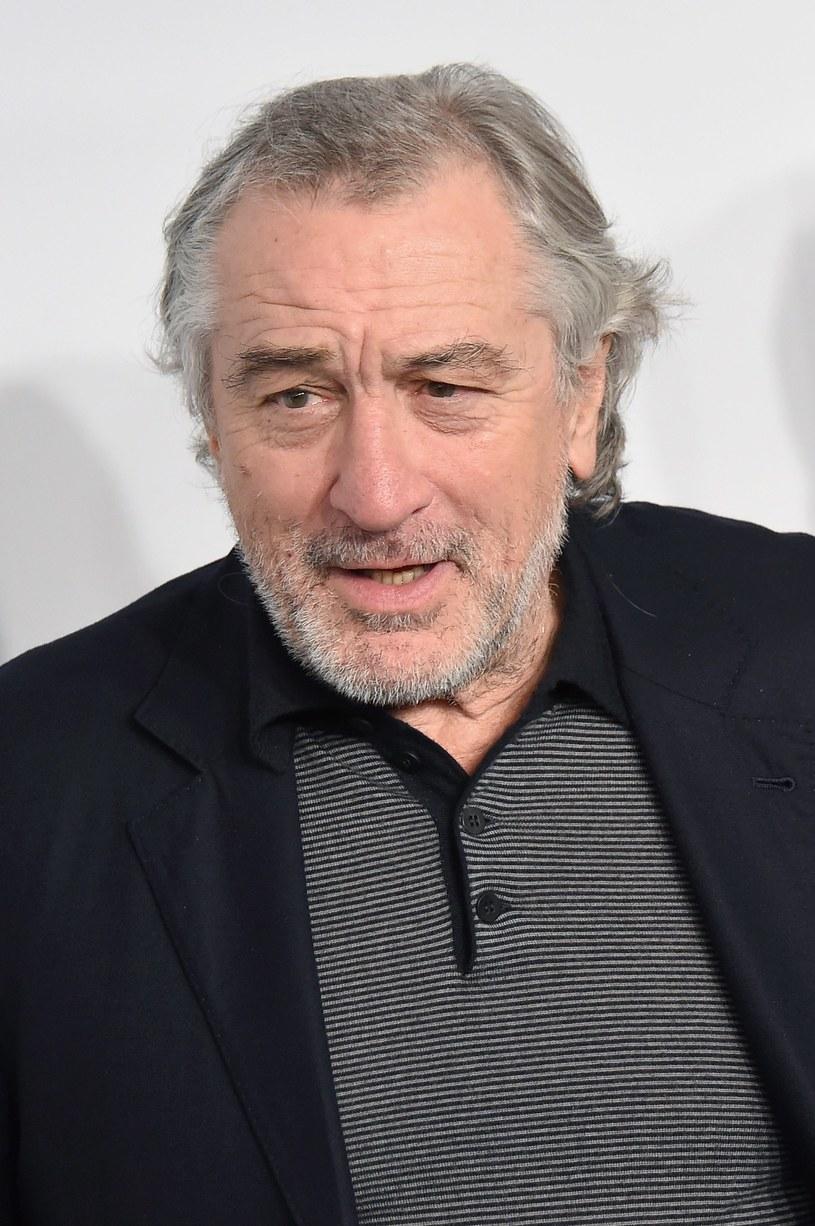 Film dokumentalny Andrew Wakefielda pokazujący, że istnieje związek między szczepieniem dzieci a ich autyzmem, zostanie wycofany z festiwalu filmowego Tribeca w związku z krytycznymi głosami w prasie - poinformował twórca festiwalu Robert De Niro, który sam jest ojcem autystycznego dziecka.