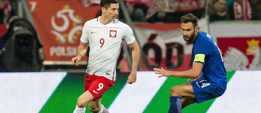 """Zdaniem dziennika """"Sportbild"""" Robert Lewandowski porozumiał się już z Bayernem Monachium i przedłuży o dwa lata - do 2021 roku kontrakt. Kapitan piłkarskiej reprezentacji Polski ma dostać także podwyżkę."""