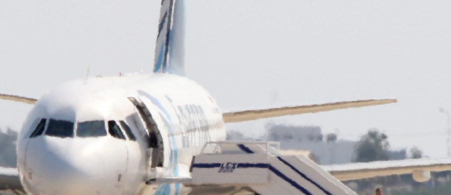 Pas szahida, którym porywacz sterroryzował załogę egipskiego samolotu pasażerskiego, nie zawierał materiałów wybuchowych - informują władze w Kairze. Kilka godzin po lądowaniu na Cyprze napastnik wypuścił zakładników, po czym poddał się policji.