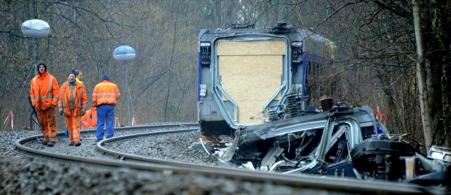 """Podwójny błąd dyspozytora ruchu pociągów był przyczyną tragicznej katastrofy kolejowej w lutym w Bawarii, w której zginęło 11 osób - poinformował szef MSW Bawarii Joachim Herrmann w wywiadzie dla gazety """"Bild"""". Wykluczył usterki techniczne."""